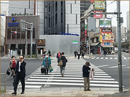 「国道1号線(桜田通り)」の横断歩道を渡りますのイメージ